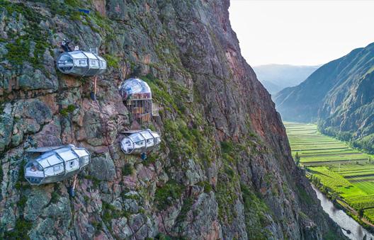 Skylodge surplombant la Vallée Sacrée des Incas au Pérou à 400m