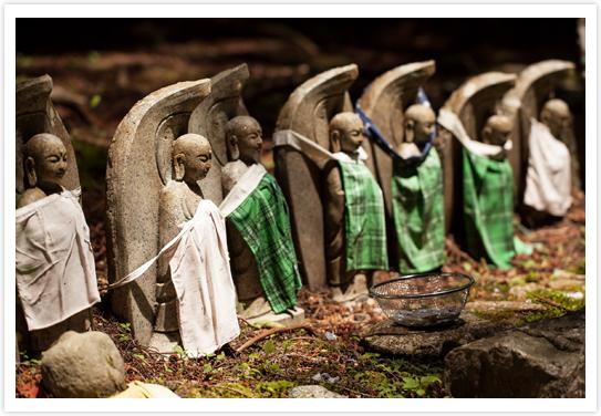 Statuettes de Jizō sur le mont Koya © Quentin Gaudilliere