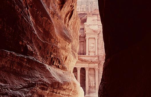Petra et ses couleurs chatoyantes, allant du jaune au violet en passant par le rose. © J. Basiga