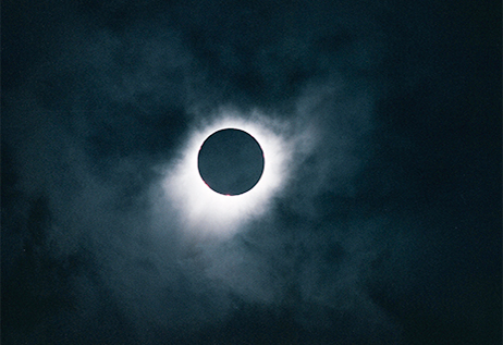 Eclipse solaire et grand tour © Grossruck - Adobe Stock