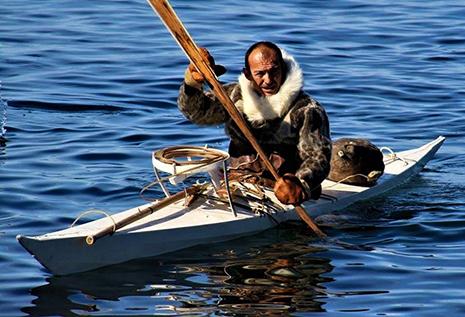 Le kayak, une invention des Inuit