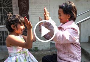 Nirmala et Khendo jouant